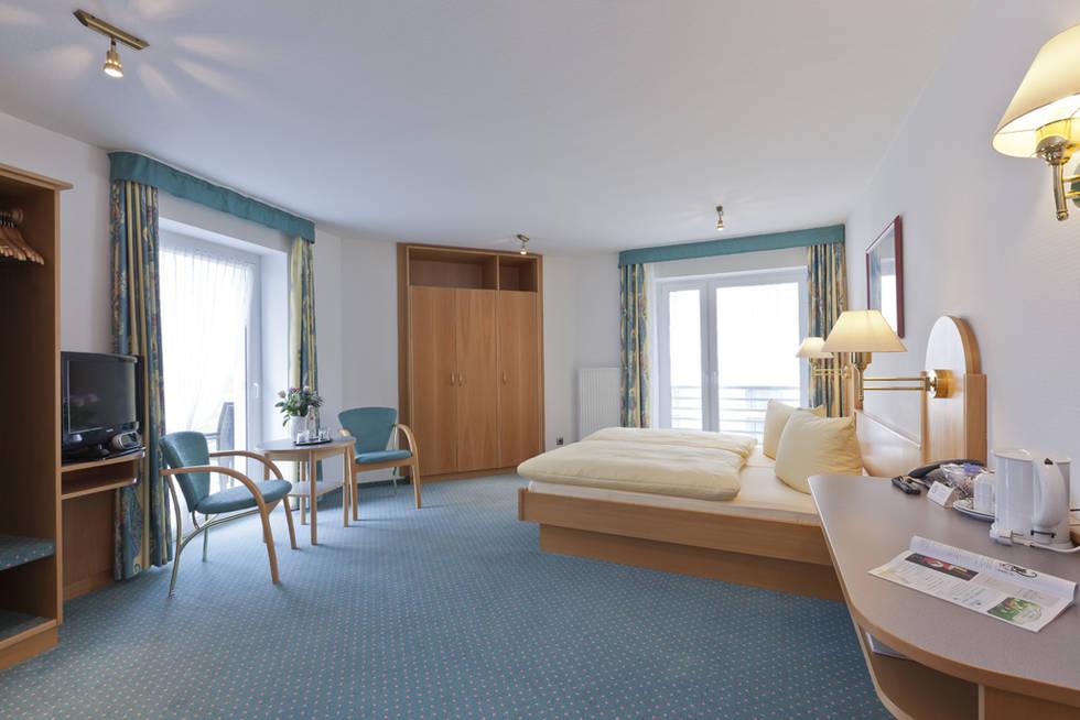 hotelzimmer hotel stranddistel doppelzimmer kat 1 norderney zimmerservice. Black Bedroom Furniture Sets. Home Design Ideas